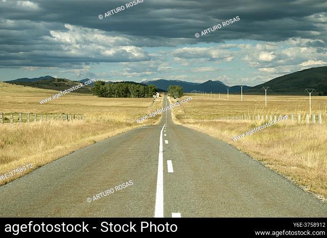Secondary road between El Espinar (Segovia) and Ã. vila