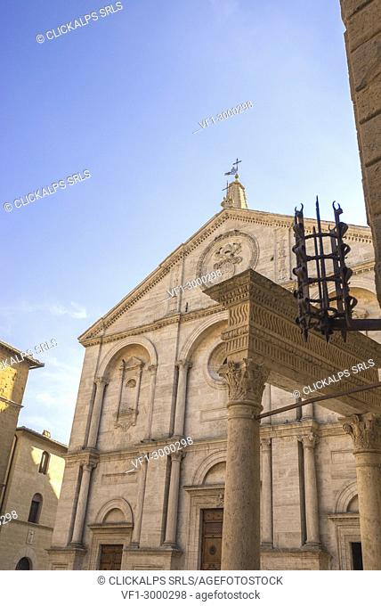 Pienza, Orcia Valley, Siena district, Tuscany, Italy, Europe. Piazza Pio II with Cathedral of Santa Maria Assunta
