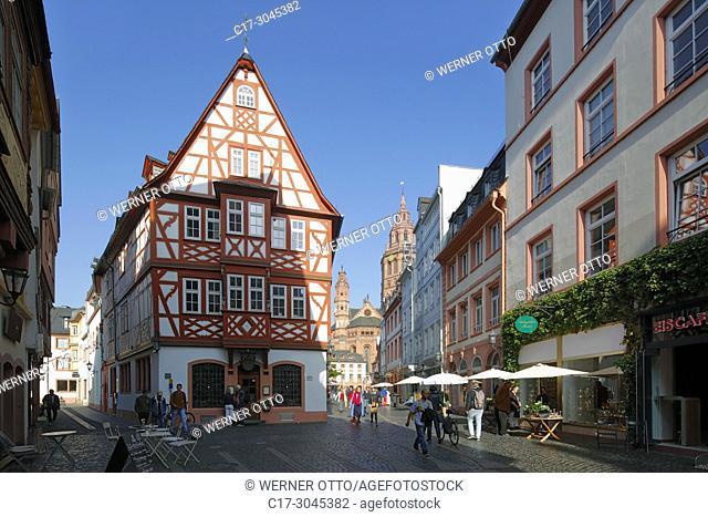 Mainz, D-Mainz, Rhine, Rhine-Main district, Rhineland, Rhineland-Palatinate, old town, Winehouse Zum Spiegel, half-timbered house, behind the Mainz Cathedral