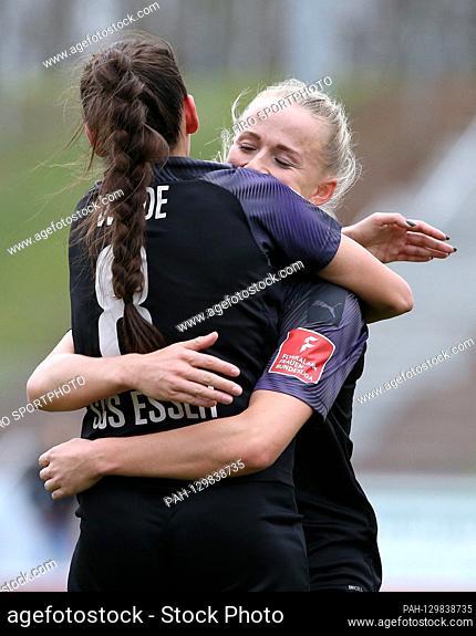 firo: 16.02.2020 Football, women FLYERALARM-Women-Bundesliga, season 2019/2020 MSV Duisburg - SGS Essen Manjou Wilde (# 8, SGS Essen) heart Lea Schuller (# 7