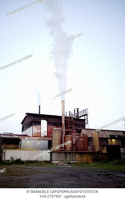 Factory expels Co2 in the sky