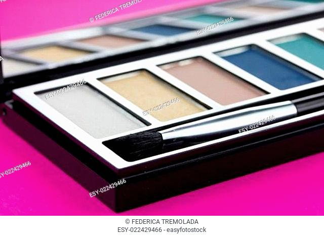 Make-up palette with brush