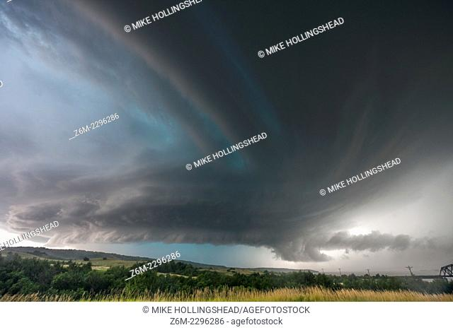 Supercell storm that produced the world record hail stone in Vivian SD, July 23, 2010, now nearing Chamberlain South Dakota