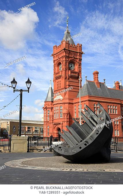 Cardiff Bay Bae Caerdydd, Glamorgan, South Wales, UK, Europe  Merchant seamen's war memorial and Pierhead building on the waterfront