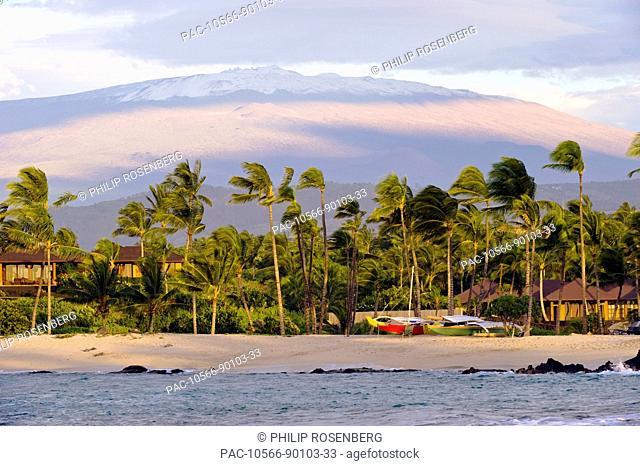 Hawaii, Big Island, South Kohala, Kuki'o Bay beach with Mauna Kea volcano in the beackground