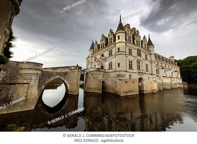 Europe France Chenonceaux : 2019-07 The castle of Chenonceau is a structure spanning the River Cher, near the small village of Chenonceaux in the Indre-et-Loire...