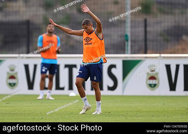 firo: 08/12/2020, Fuvuball: Soccer: 1st Bundesliga. Season 2020/21 FC Schalke 04 Training ¬ ¥ gesture Amine HArit | usage worldwide