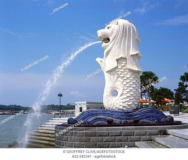Merlion (guard of the city) statue in the New Merlion Park. Singapore