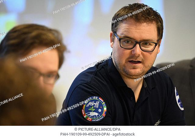 09 January 2019, Bremen: Paul Zabel, space engineer, speaks at a press conference of the German Aerospace Center (DLR) about his attempt to grow vegetables in...