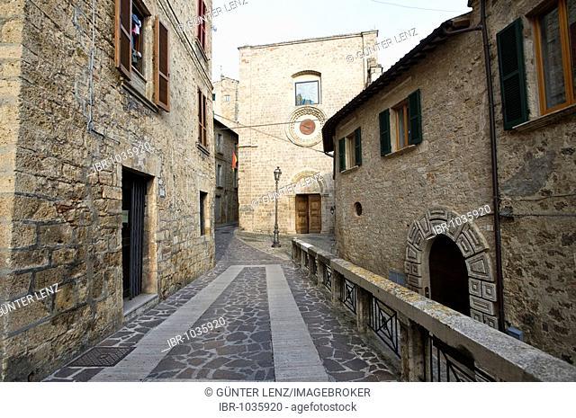 San Francesco and alley in the historic centre of Civitella del Tronto, Abruzzo, Italy, Europe