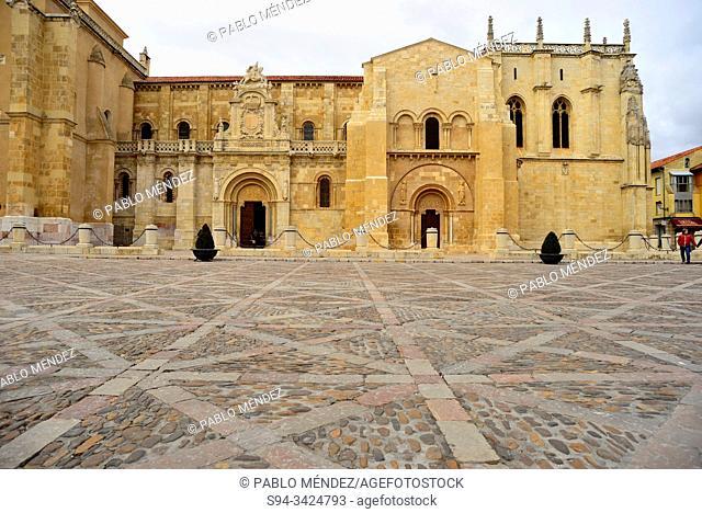 Church of San Isidoro de Leon in its square, Leon, Spain