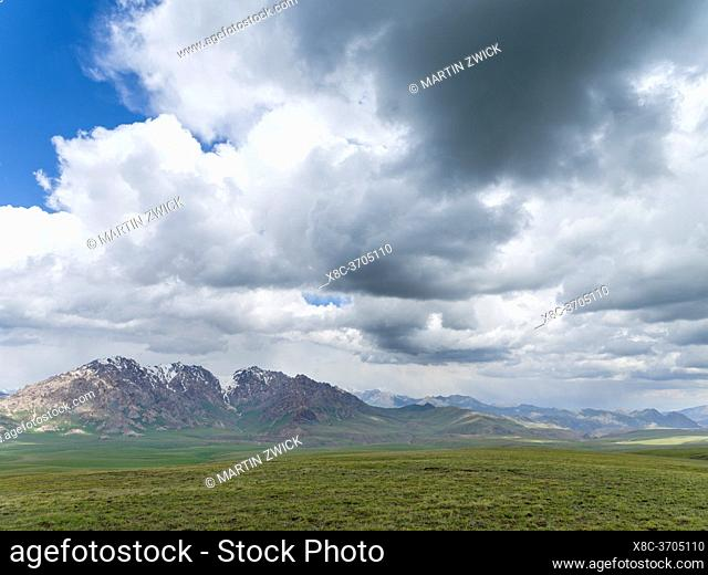Landscape near Irkeschtam Pass, view towards China. The Alaj valley in the Pamir Mountains, Asia, Central Asia, Kyrgyzstan