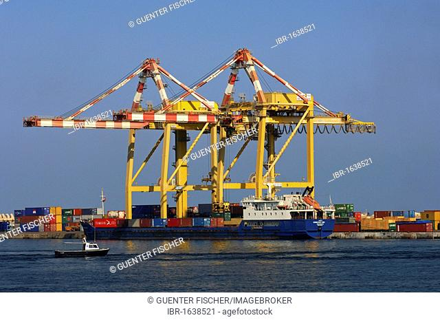 Container ship in the port of Muscat, Sultanate of Oman, Middle East