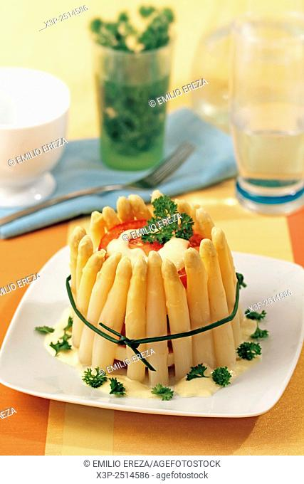 Timbale with asparagus and tomatoes