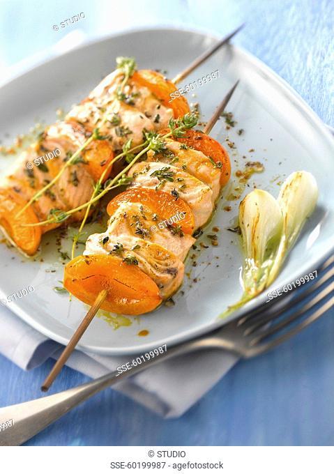 Salmon-apricot brochette