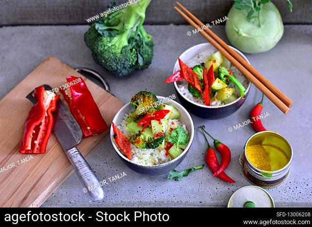 Kohlrabi with broccoli and chili peppers on rice (Asia)