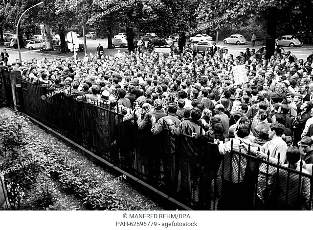 Students from Frankfurt try to enter the garden of the French consulate general on 06 May 1968. About 1, 500 students gathered in front of the consulate to...