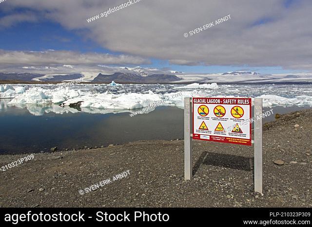 Warning sign at Jökulsárlón / Joekusarlon in summer, glacial lake in southern part of Vatnajökull National Park, southeast Iceland