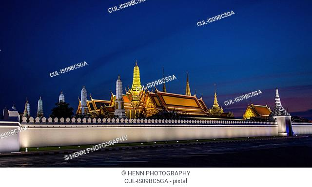 Royal palace at dusk, Bangkok, Thailand