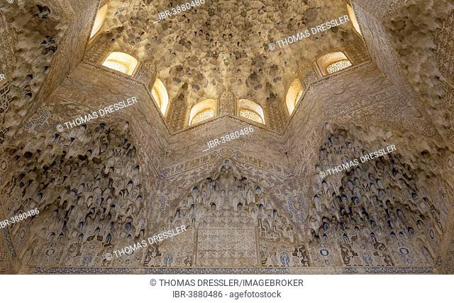 Ceiling in the Hall of the Abencerrages, Sala de los Abencerrajes, Alhambra palace with its niches and dome of Moorish stalactite work, Granada