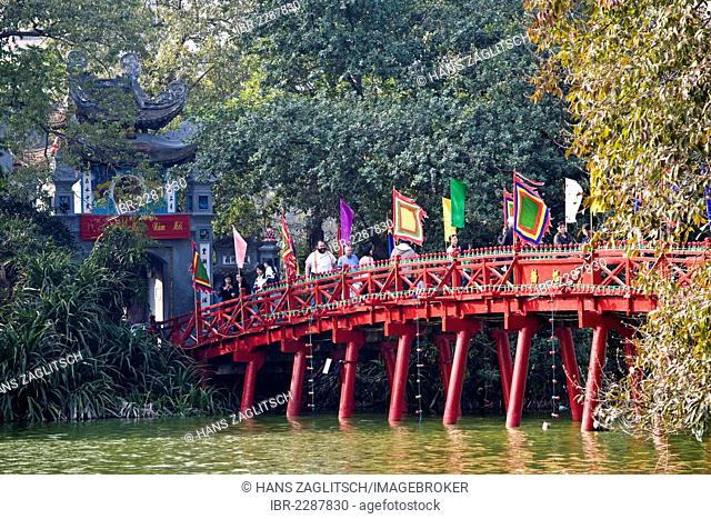 Red Bridge, Hoan Kiem Lake, Hanoi, Vietnam, Southeast Asia, Asia