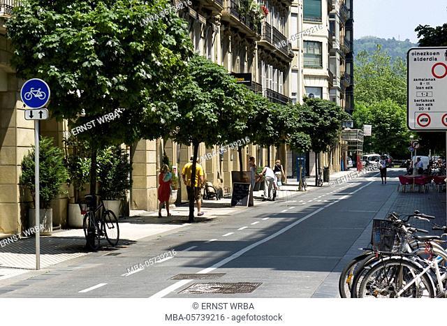 wide cycle path, Donostia-San Sebastián, Gipuzkoa, the Basque Provinces, Spain