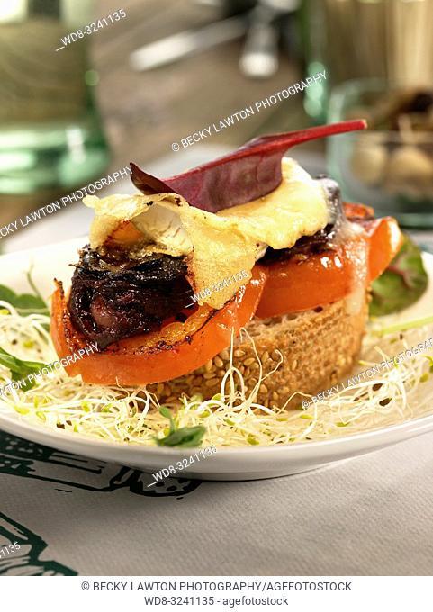 montadito de morcilla, queso de cabra, tomate y miel