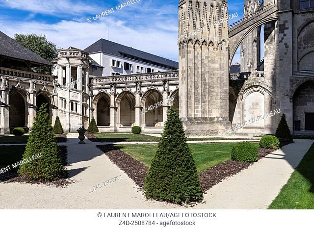 French Garden with the Spiral Staircase of Psalette Cloister and North Transept of Saint Gatien Cathedral. Tours, Indre et Loire, Loire Valley, France, Europe