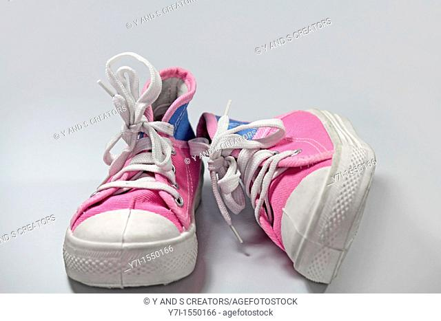 girl canvas shoes pink