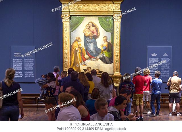 """02 August 2019, Saxony, Dresden: Numerous visitors look at Raphael's work """"""""Sistine Madonna"""""""" in the exhibition """"""""Highlights of the Old Masters Picture..."""