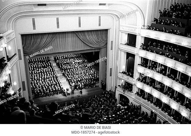 A crowd of people attending the reopening of the Vienna State Opera. Vienna, November 1955