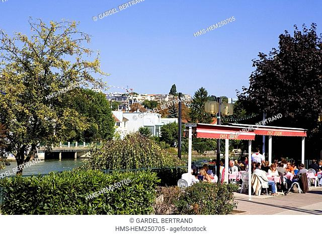 France, Val de Marne, Joinville le Pont, guinguette Chez Gegene, an open air cafe on the Marne riverside, popular dance place