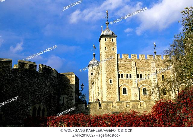 GREAT BRITAIN, LONDON, RIVER THAMES, TOWER OF LONDON
