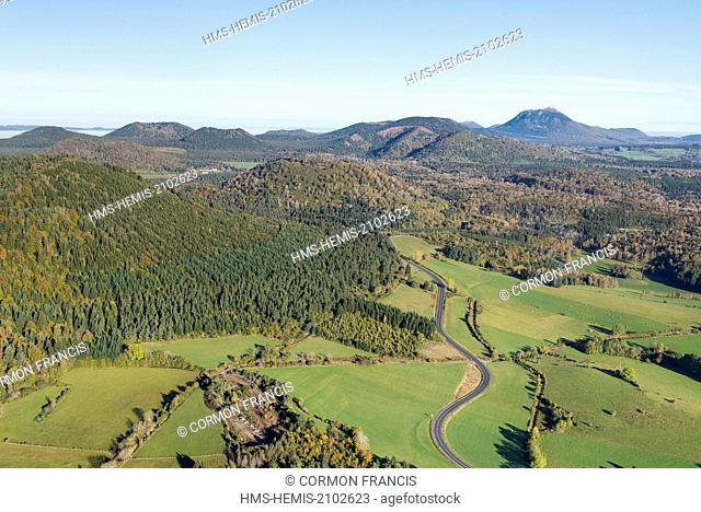 France, Puy de Dome, Aydat, Chaine des Puys, Parc Naturel Regional des Volcans d'Auvergne (Natural regional park of Volcans d'Auvergne) (aerial view)
