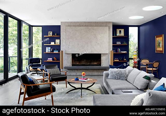 Interior view of a home nestled in the mountainside of Silicon Valley, California, USA. Remodelled by interior designer Amy Friedberg in 2018, living area