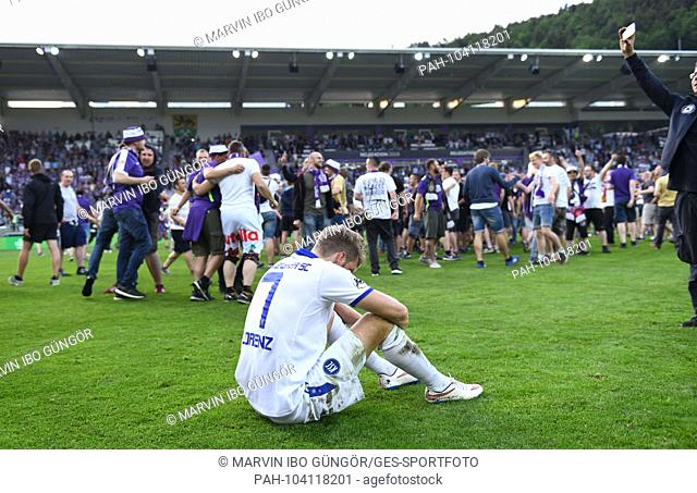 frustrated, disappointed, frustrated, disappointed at Marc Lorenz (KSC). GES / Football / Relegation: FC Erzgebirge Aue - Karlsruher SC, 22.05