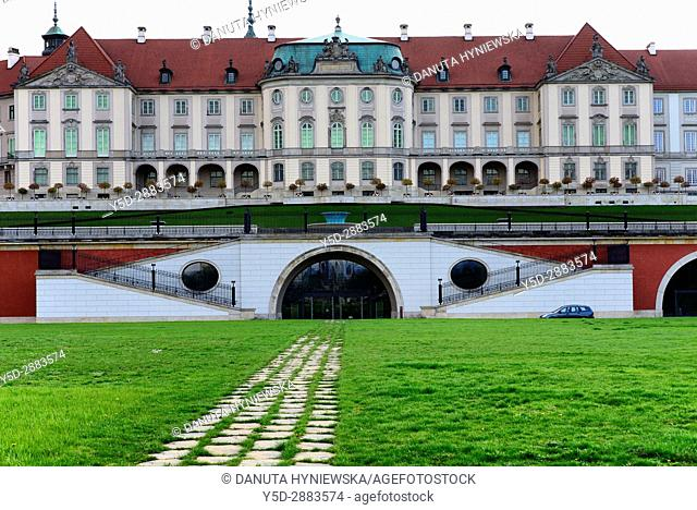 Royal Castle's eastern baroque facade seen from Slasko-Dabrowski Bridge, Vistula riverside, Old Town, Warsaw, Mazovia, Poland, Europe