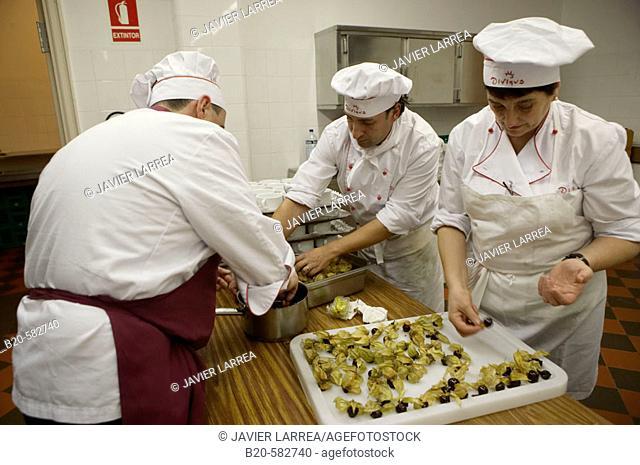 Preparing canapés. Divinus Catering, San Sebastian, Donostia, Gipuzkoa, Euskadi. Spain