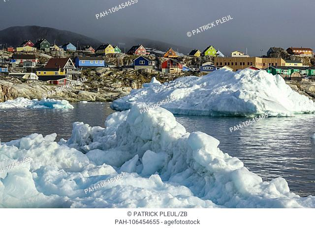 25.06.2018, Gronland, Denmark: Colorful houses of the coastal town of Ilulissat in western Greenland. The city is located on the Ilulissat Icefjord
