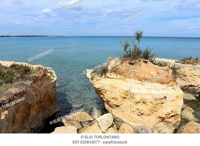 A vassel-shaped rock along Apulia coast north of Otranto