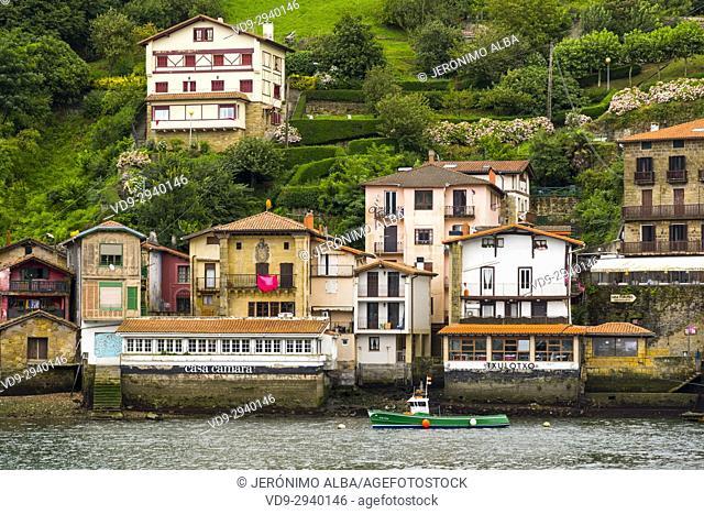 Pasaia Donibane. Fishing village of Pasajes de San Juan. San Sebastian, Bay of Biscay, province of Gipuzkoa, Basque Country, Spain, Europe