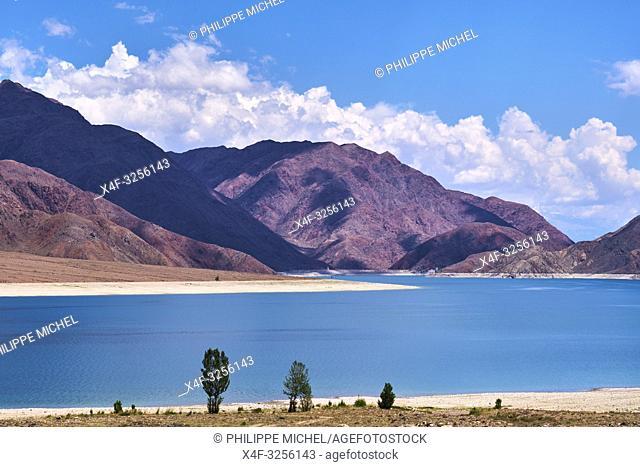 Kirghizistan, Province de Naryn, environs de Kotchkor, lac Orto Tokoy / Kyrgyzstan, Naryn province, Kotchkor, Orto Tokoy lake