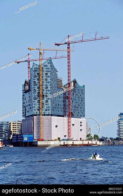 Die im Bau befindliche Elbphilharmonie im Hamburger Hafen (Hafencity)