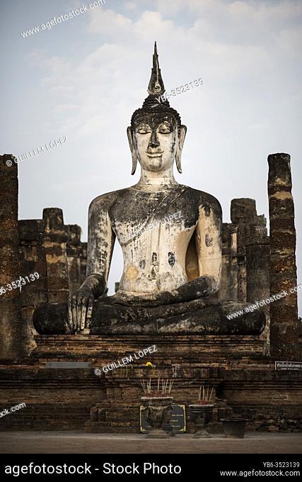 Buddha statue at the Wat Mahatat temple , Sukhothai Historical Park, Sukhothai, Thailand