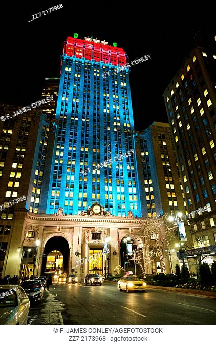 The Helmsley Building lighted for the holidays