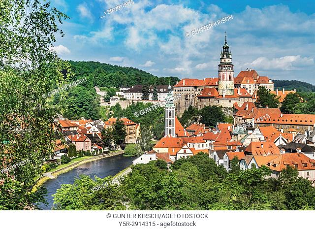 View of the old town of Chesky Krumlov, the Castle Chesky Krumlov, St. Jost church and the River Vltava in Bohemia, Jihocesky Kraj, Czech Republic, Europe