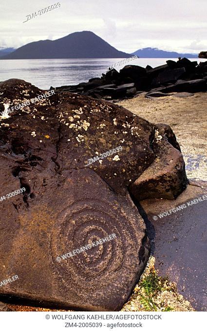 USA, ALASKA, INSIDE PASSAGE, WRANGELL ISLAND, PETROGLYPH BEACH, SPIRAL PETROGLYPHS