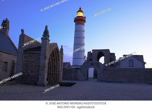 Saint Mathieu lighthouse, Ruins of a benedictine abbey, Pointe de Sant-Mathieu, Finisterre, Bretagne, Brittany, France Europe.