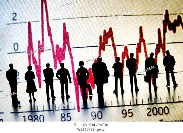 digital composition de varias siluetas de personas irreconocibles, observando un gráfico economico, digital composition of several silhouettes of unrecognizable...