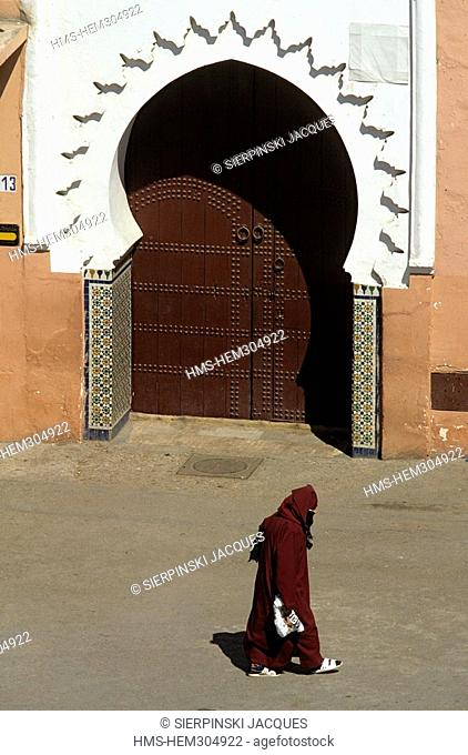 Morocco, High Atlas, Marrakesh, Imperial City, medina listed as World Heritage by UNESCO, veiled woman in front of a mosque on Jamaa El Fna Square
